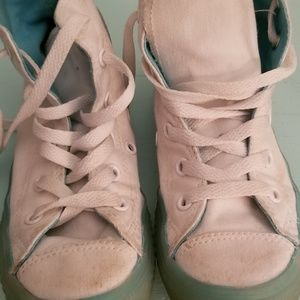 Shoes - Hightop converse